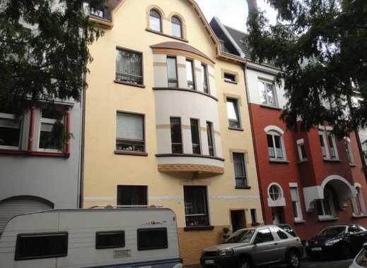 Charmante, gemütliche 2,5-Zimmer-Altbau-DG-Wohnung in Rheinnähe für junge Leute