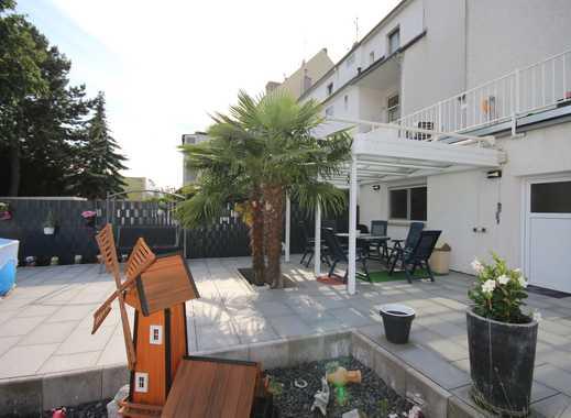 ... wie in einem Einfamilienhaus mit eigener Terrasse und eigenem Garten...