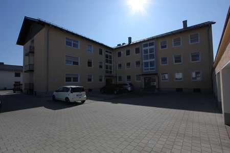 Modernisierte Wohnung mit drei Zimmern und Balkon in Töging am Inn in Töging am Inn