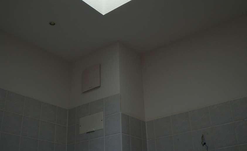 Bad mit Deckenfenster
