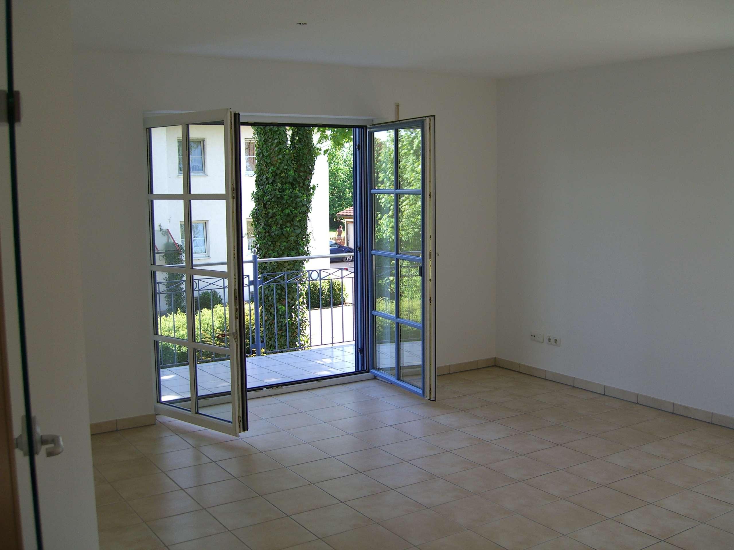Helle 2-Zi-Wohnung mit Balkon und Garage in Freising-Attaching, direkte Flughafennähe! in Freising