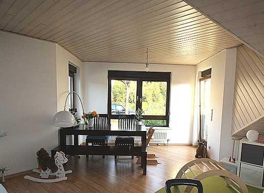 FÜR DACHGESCHOSSLIEBHABER! Komfortable 3-Zi., Küche mit EBK, TGL- Bad, Gäste-WC, großer Süd- Balkon