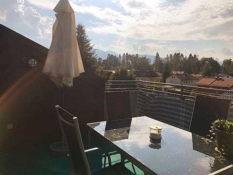 2 Zimmer Dach Maisonette Mit Terrasse Balkon Und Bergblick Nahe