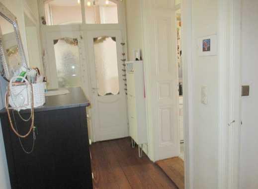 Besondere Altbauwohnung für Paare: 3 Zimmer, 2 Balkone, Bad en suite, Dielenböden
