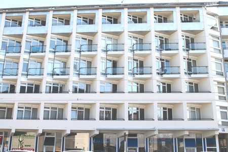 Sehr zentral, Helles Apartment mit kleinem Westbalkon in Maxvorstadt (München)