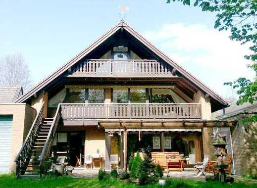 Ein- bis Zwei-Familienhaus mit 240m² Wohnfläche und 2 Garagen in zentraler, ruhiger Lage.