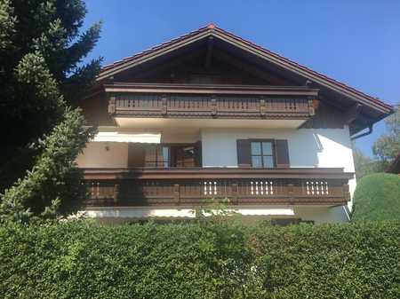 Neuwertige 6-Zimmer-Wohnung mit Garten und Einbauküche in 83404, Ainring in Ainring