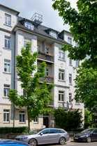 Dachgeschosswohnung mit großer Wohnküche und