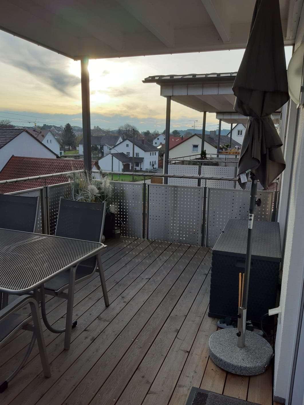 Stilvolle, luxuriöse und moderne 3.5-Zimmer-Maisonette-Wohnung mit Balkon und EBK in Altomünster in Altomünster