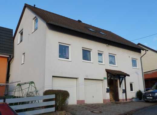 Zweifamilienwohnhaus mit Grundstück und Garagen in ruhiger Wohnlage (auch als Anlageobjekt)