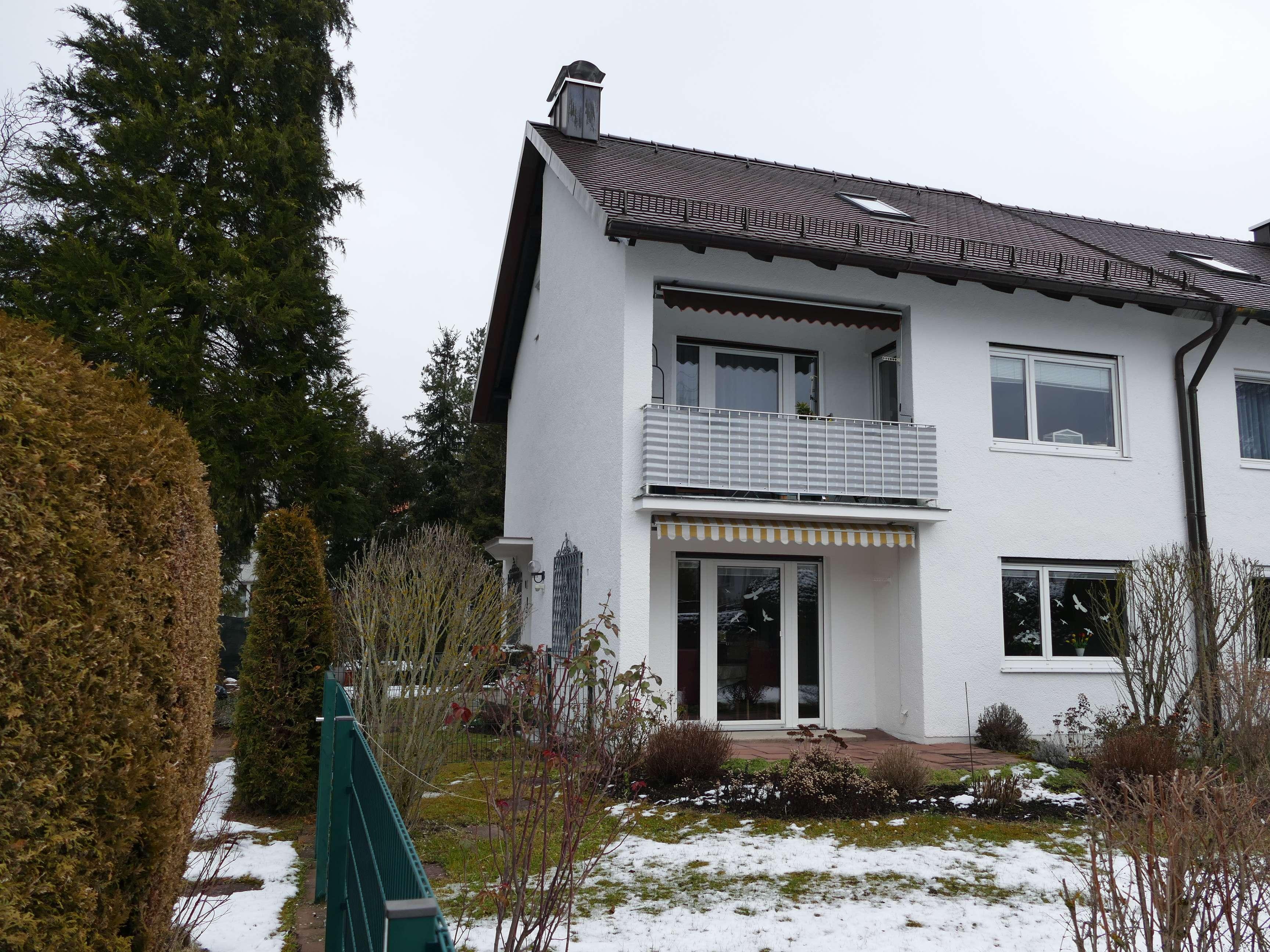 BEFRISTET: Gepflegte 3-Zi.-Whg. mit Balkon, Einbauküche und Gartenanteil in DHH in   Mü-Pasing in Pasing (München)