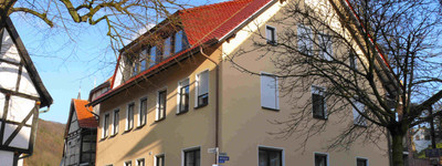 Loggia! Parkett! 2 Zimmer OG Hausberge direkt im Zentrum Duschbad TOP