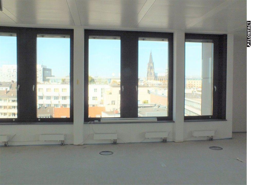 Büroraum mit Domblick2
