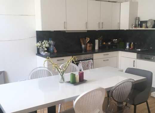Stilvolle, gepflegte 2-Zimmer-Wohnung mit Balkon und EBK in Frankfurt am Main