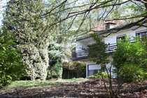 Sanierungsbedürftiges Haus mit schönem Grundstück