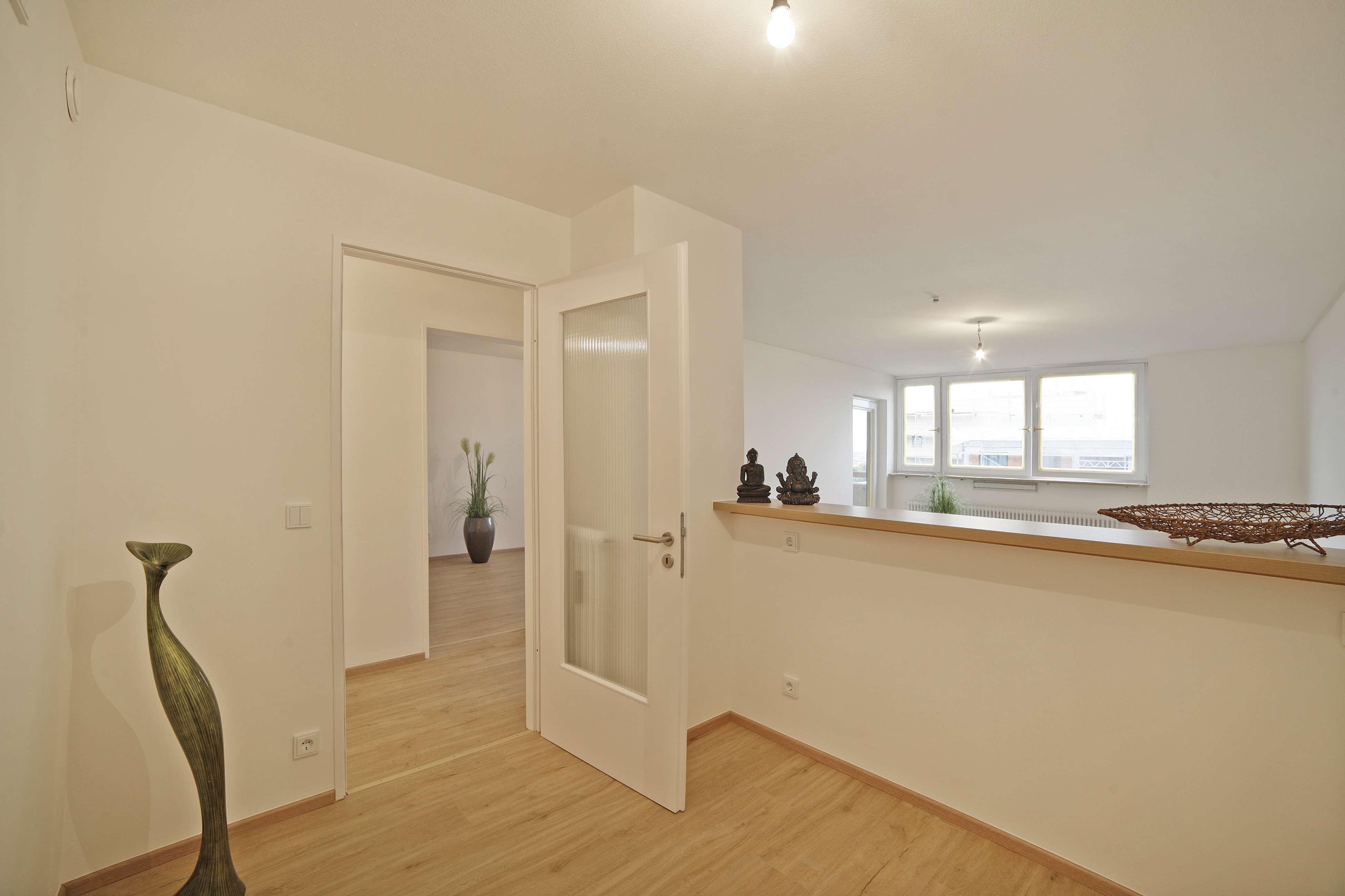 Stilvolle, neuwertige 2-Zimmer-DG-Wohnung mit Balkon in Berg am Laim, München in Berg am Laim (München)