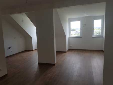 Erstbezug: geräumige 2-Zimmer-Dachgeschosswohnung mit gehobener Innenausstattung in Altdorf in Altdorf (Landshut)