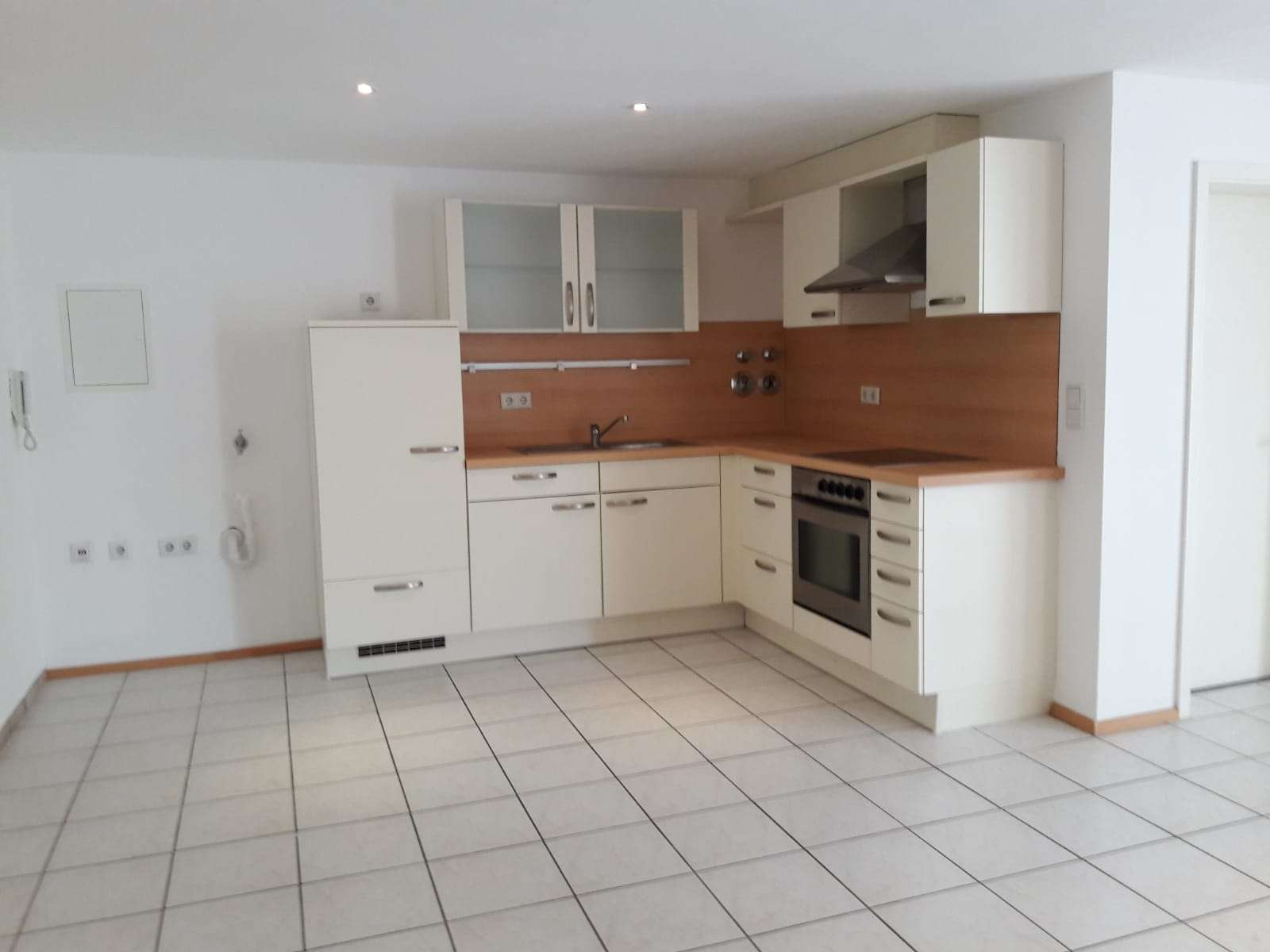 Schöne, geräumige zwei Zimmer Wohnung mit Wintergarten in Ingolstadt, Südost in Südost (Ingolstadt)
