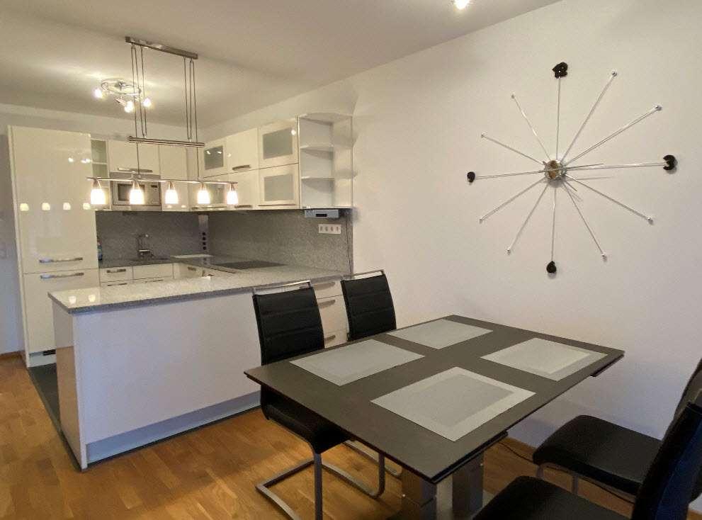 Geschmackvolle 3-Raum-Wohnung mit Balkon und EBK in Poing in