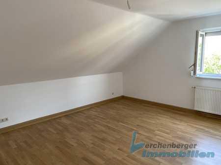 IMMOBILIEN LERCHENBERGER: Renovierte Dachgeschosswohnung in Osterhofen in Osterhofen