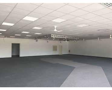 DÖRFLES ** Fachmarktfläche ** ab sofort ** ab 300 m² ** große Parkfläche ** in Dörfles-Esbach