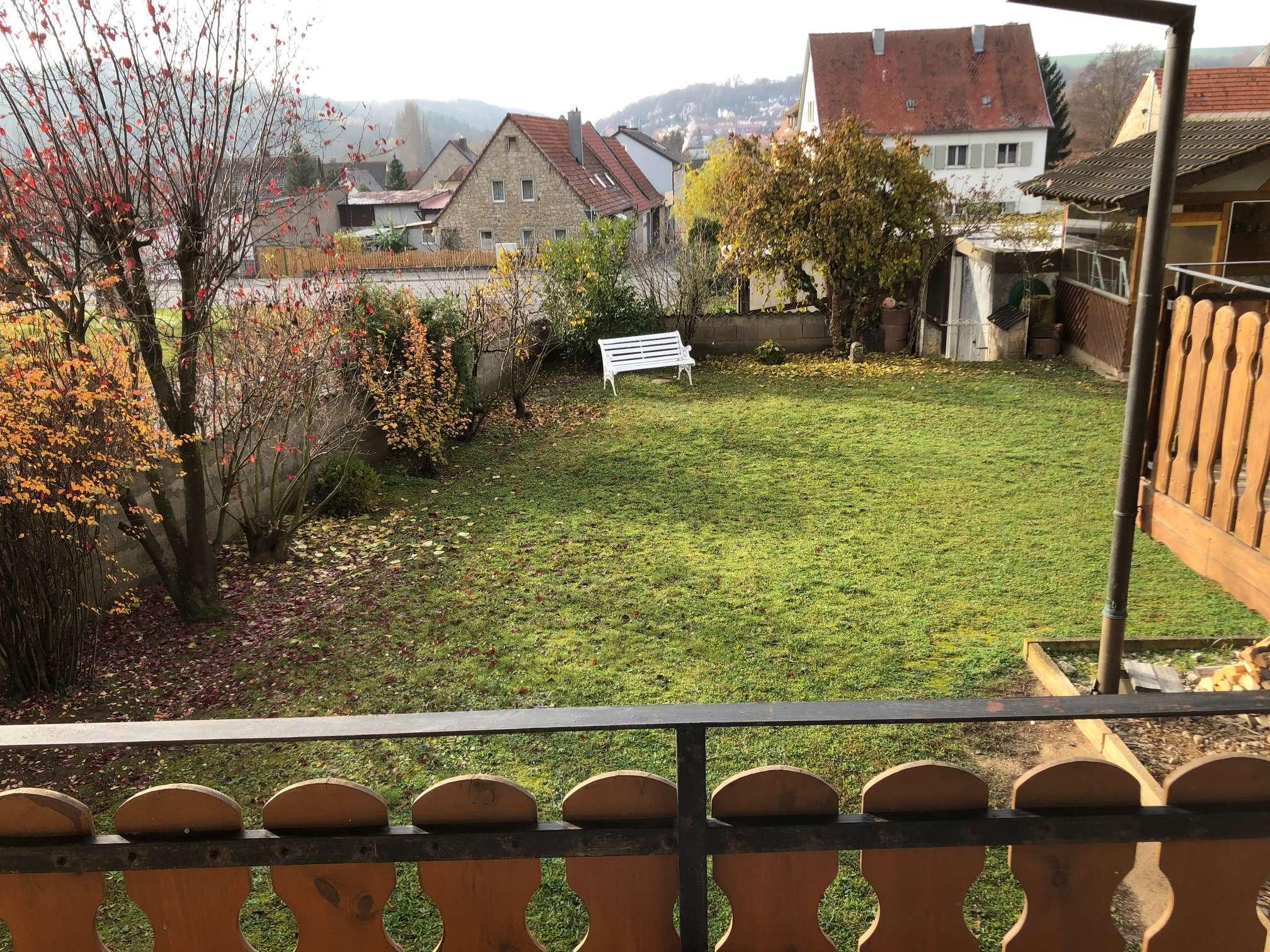 Gepflegte EG-Wohnung mit fünf Zimmern und Terrasse in Ochsenfurt in