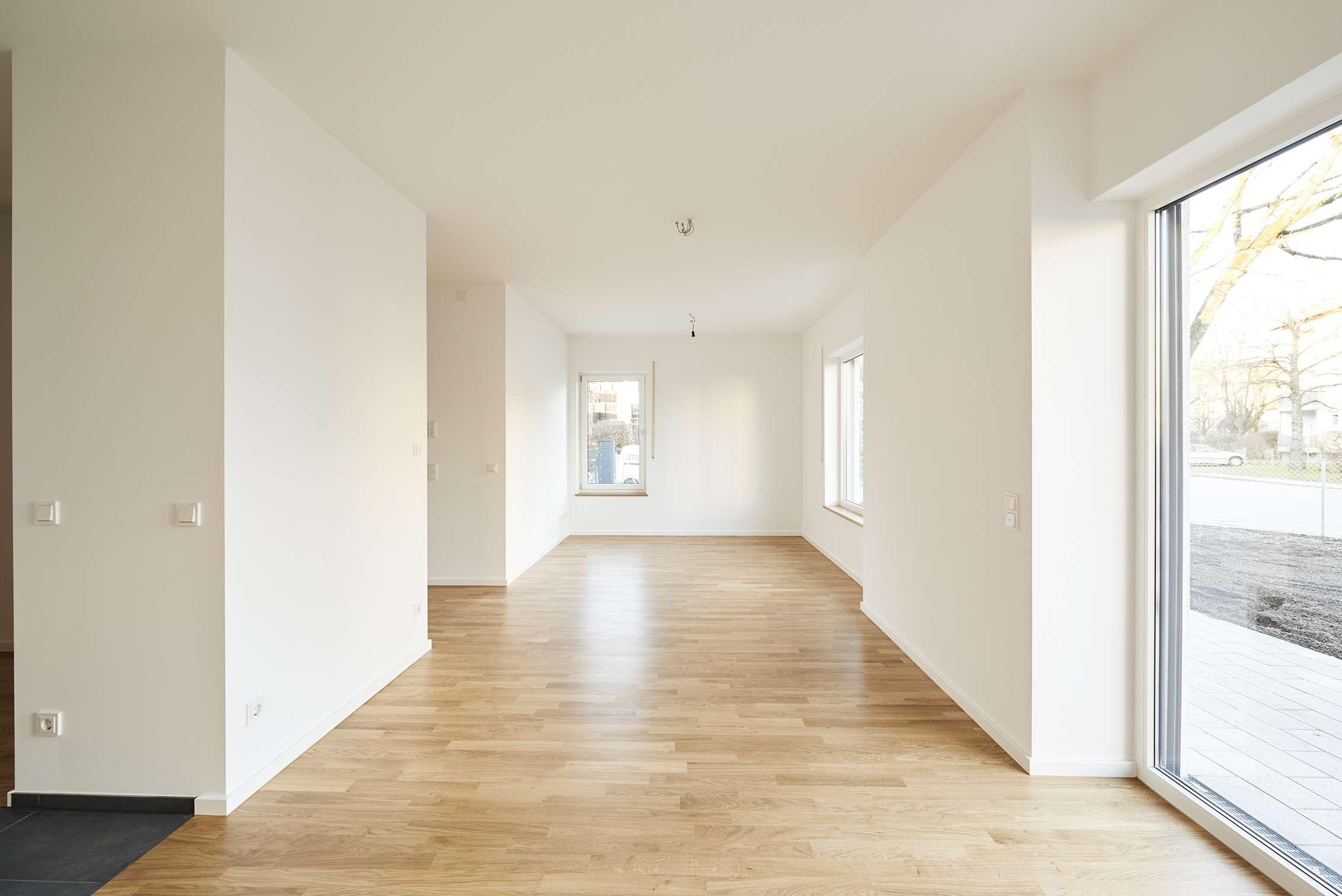 Neuwertige Wohnung über zwei Etagen mit Hobbyräumen im UG in