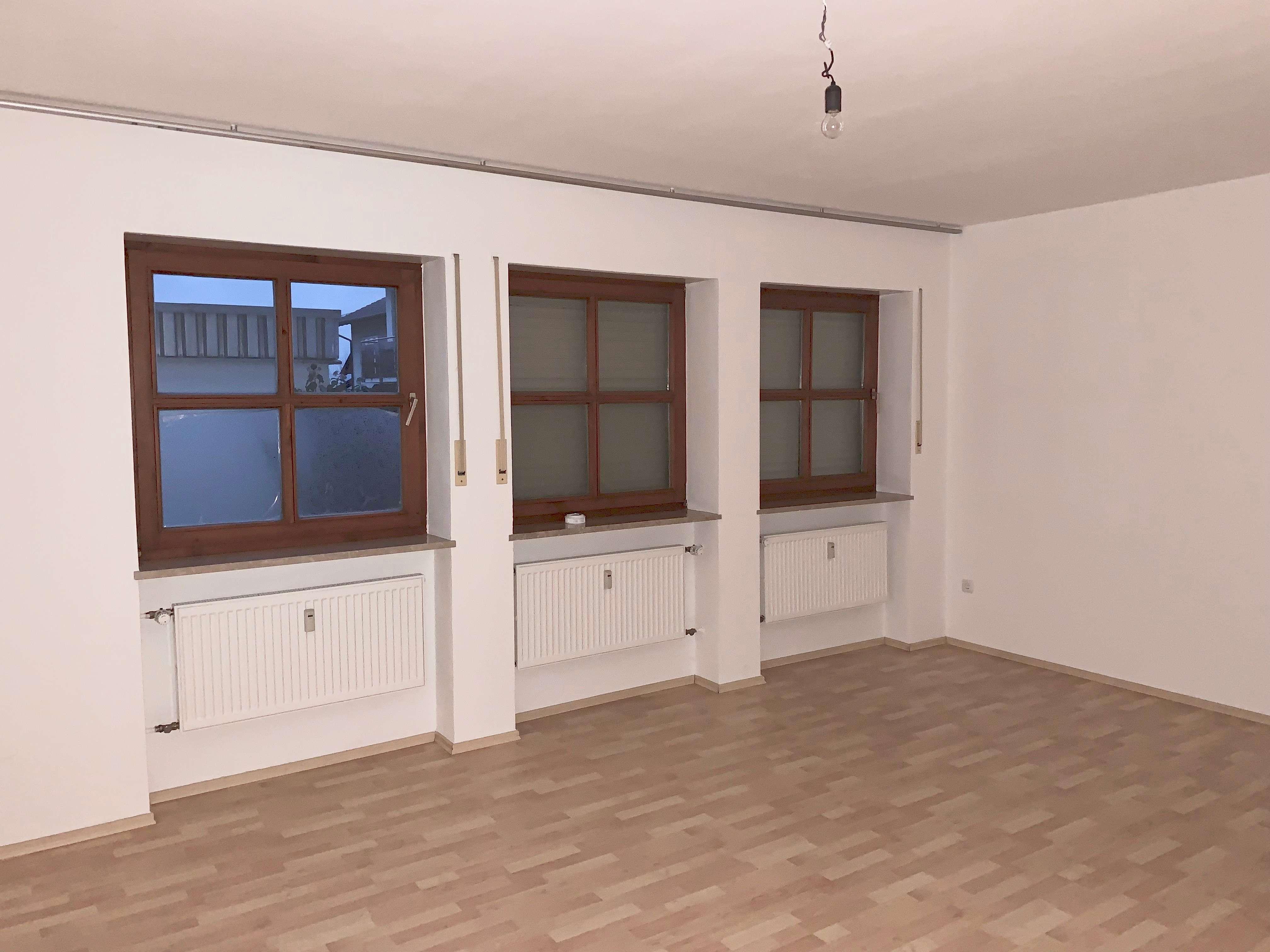 Neuwertige 2-Zimmer-EG-Wohnung mit Einbauküche in Bogen