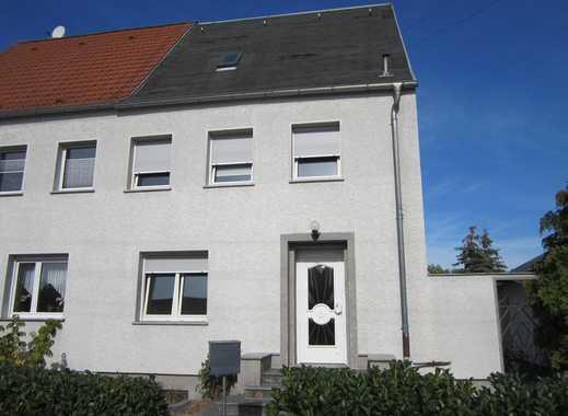 Teilmodernisierte Doppelhaushälfte in ruhiger Wohnlage von Wolfen!!!
