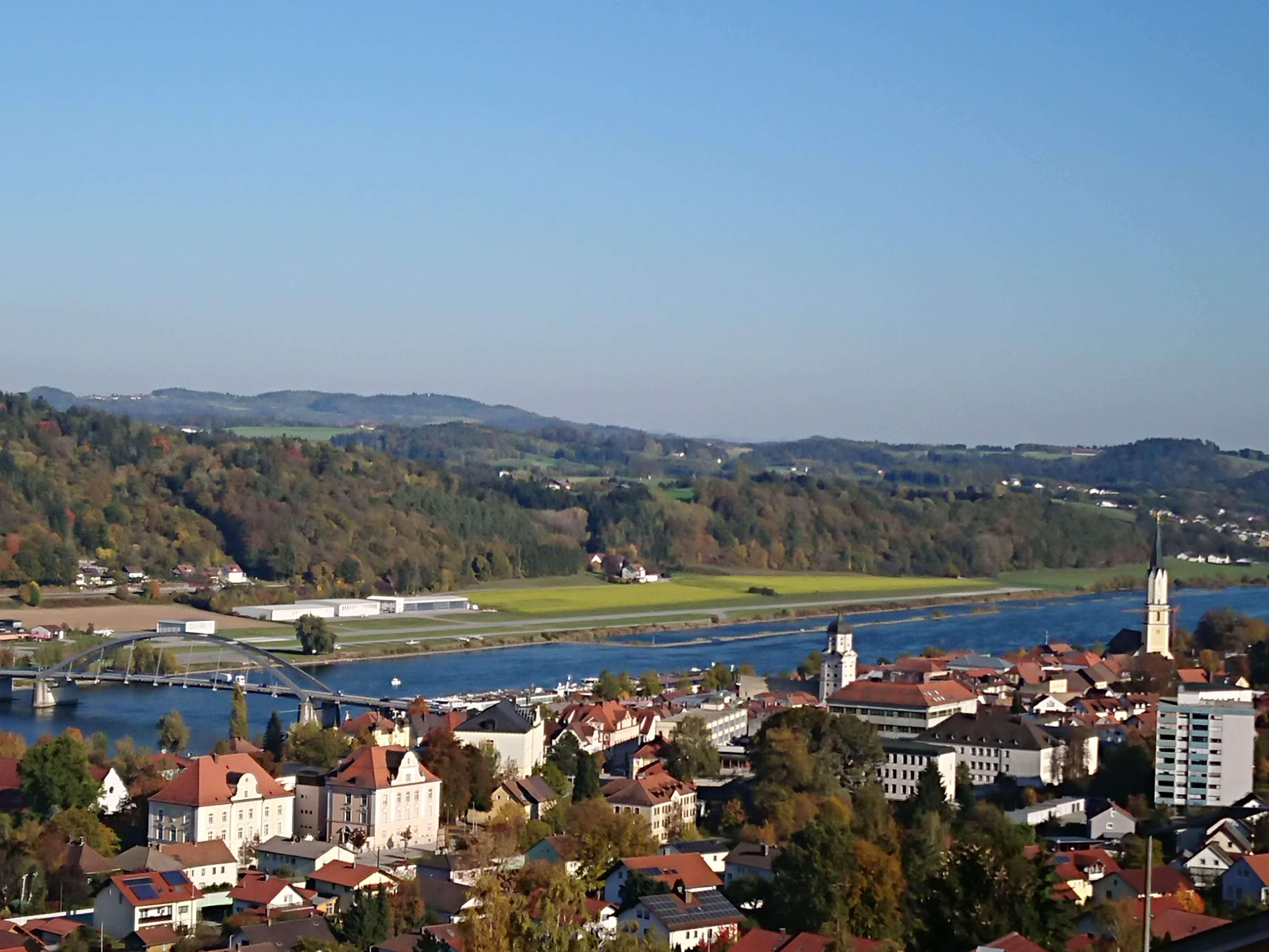 7-Zi-Wohnung OG+DG mit Dachterrasse, EBK, 2 Balkone und noch mehr in Vilshofener Traumlage