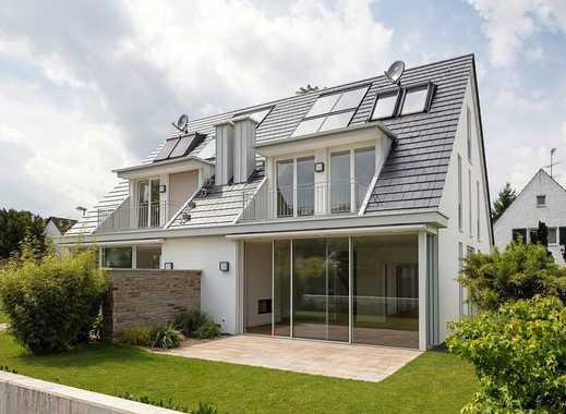 Exklusive DHH-Villa mit 6 Zi., EBK, 3 Bäder, Kamin, Garten und Terrasse!