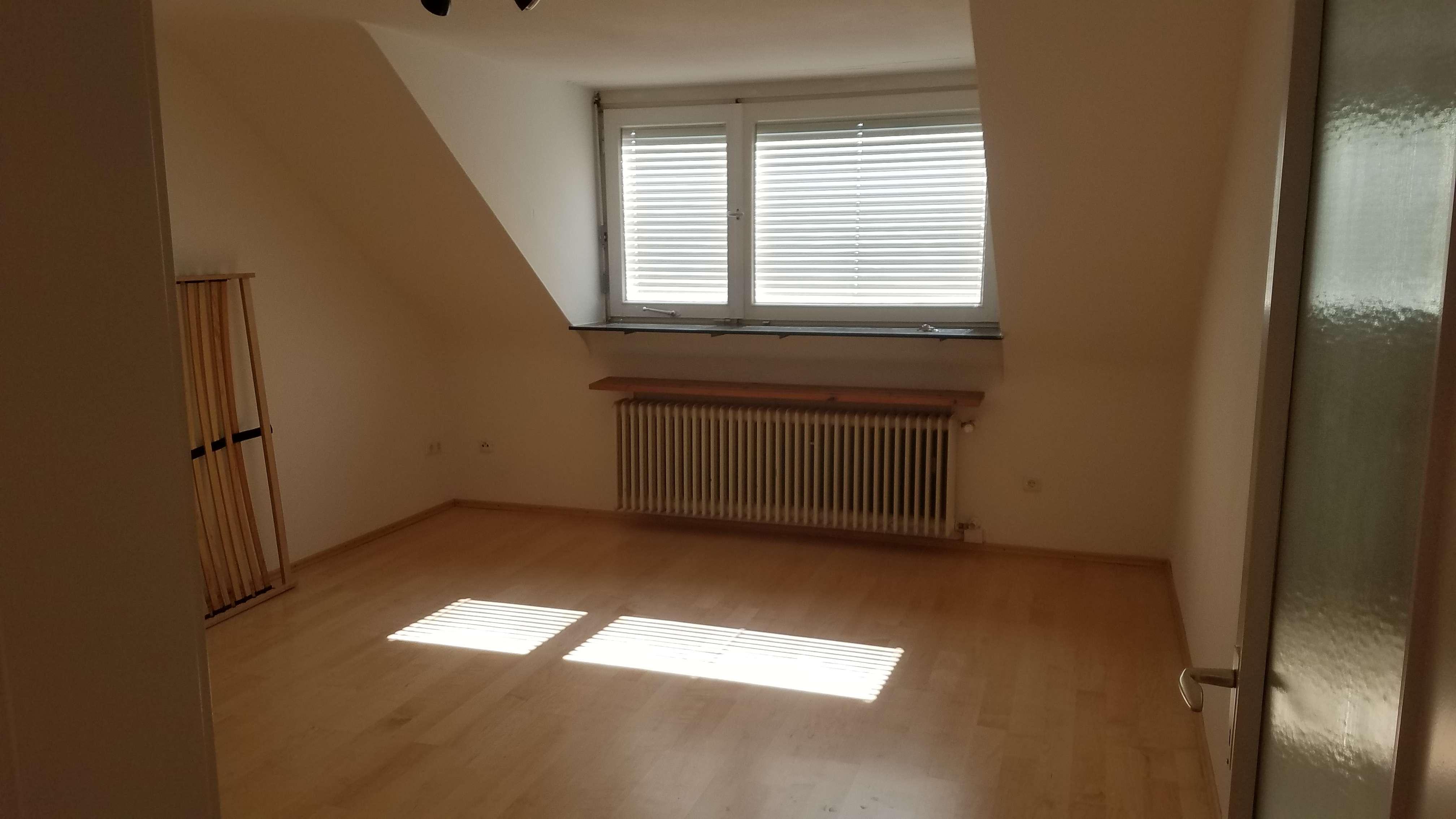 Stilvolle 2-Zimmer-DG-Wohnung mit EBK in Erlangen in