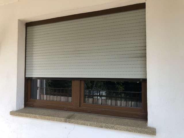 Alle Fenster mit Rollläden