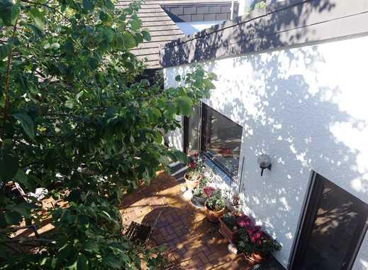 Uneinsehbarer Atriumhof  - viel Platz mit 195m² Wfl - Aussichtslage - 39m² Wohnzimmer
