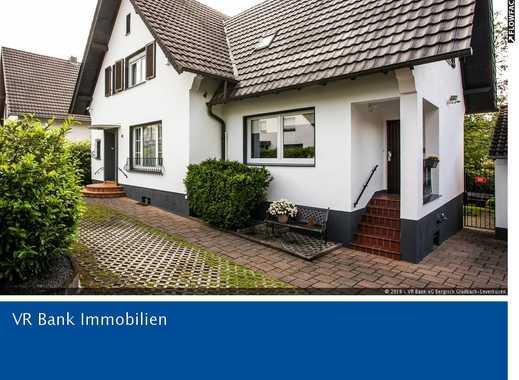 Freistehendes Einfamilienhaus mit Einliegerwohnung in Rösrath-Kleineichen