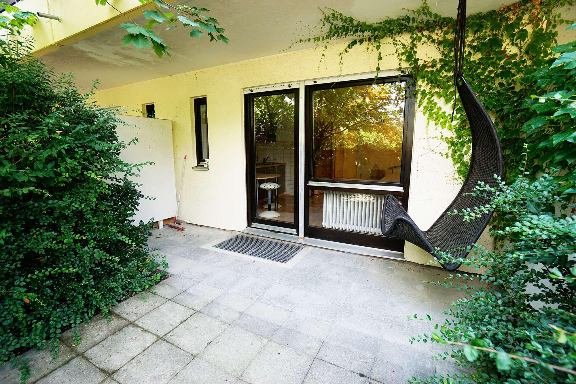 Schöne, möblierte ein Zimmer Wohnung mit Terrasse in München, Harlaching