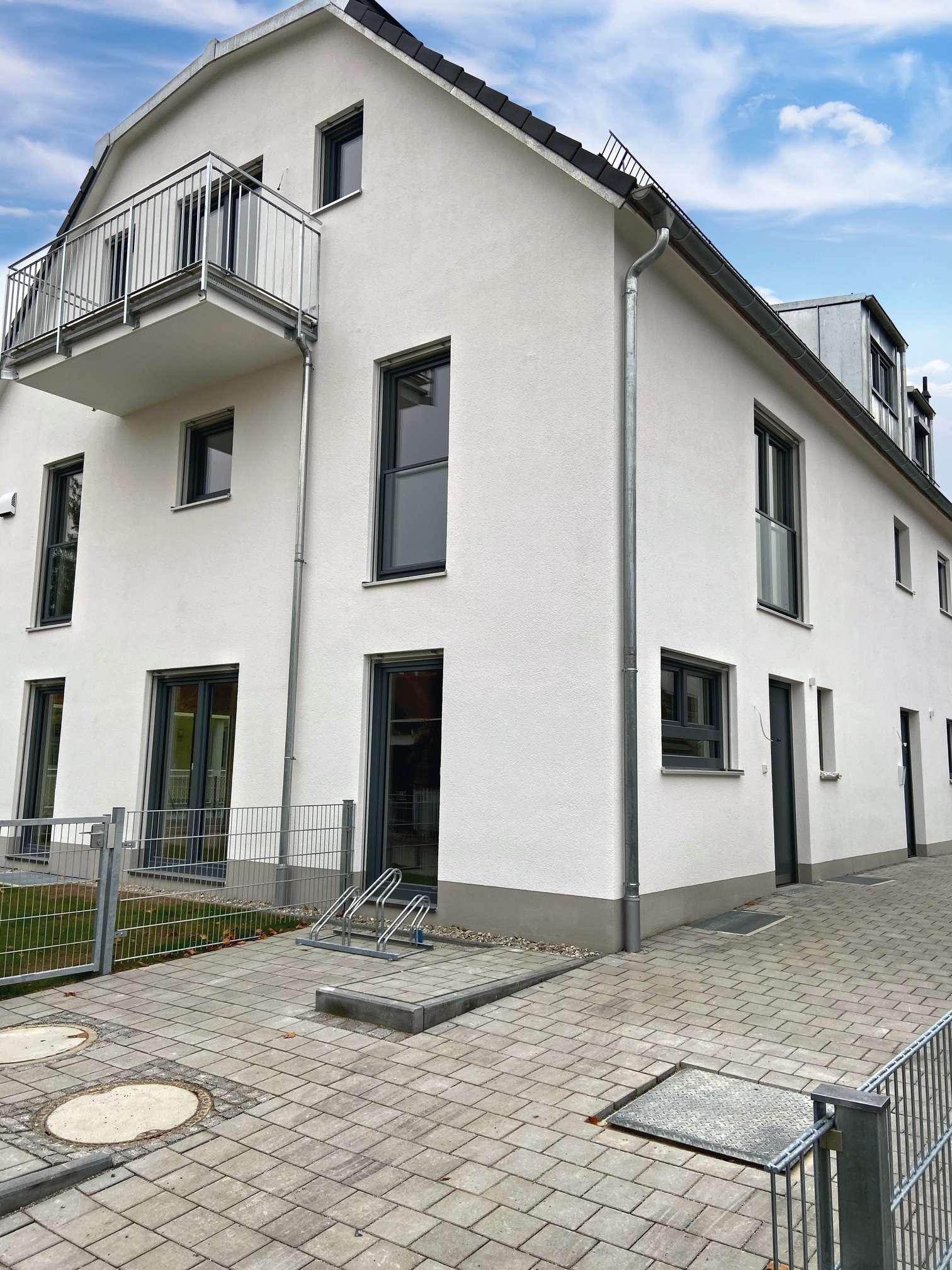 Erstbezug Neubau - Erdgeschosswohnung mit Südgarten und offener Küche in Aubing (München)