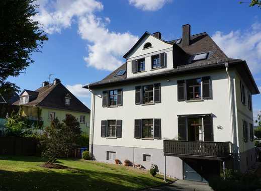 Stil-Altbau in zentraler Lage - modernisierte Wohnung mit viel Platz