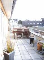 moderne hochwertige 3-Zimmer-DG-Wohnung mit Terrasse