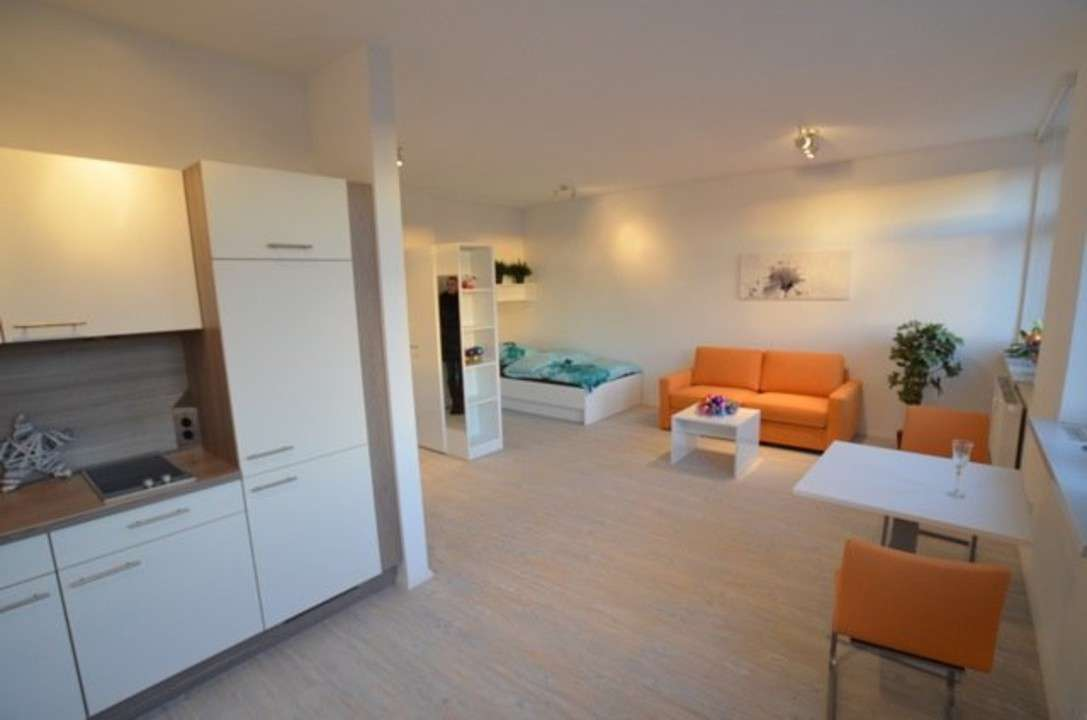 *Möblierte helle 1-Zimmer Wohnung an der Stadtgrenze* in Stadtpark / Stadtgrenze (Fürth)