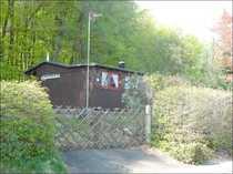 Bauland mit Holzhaus (