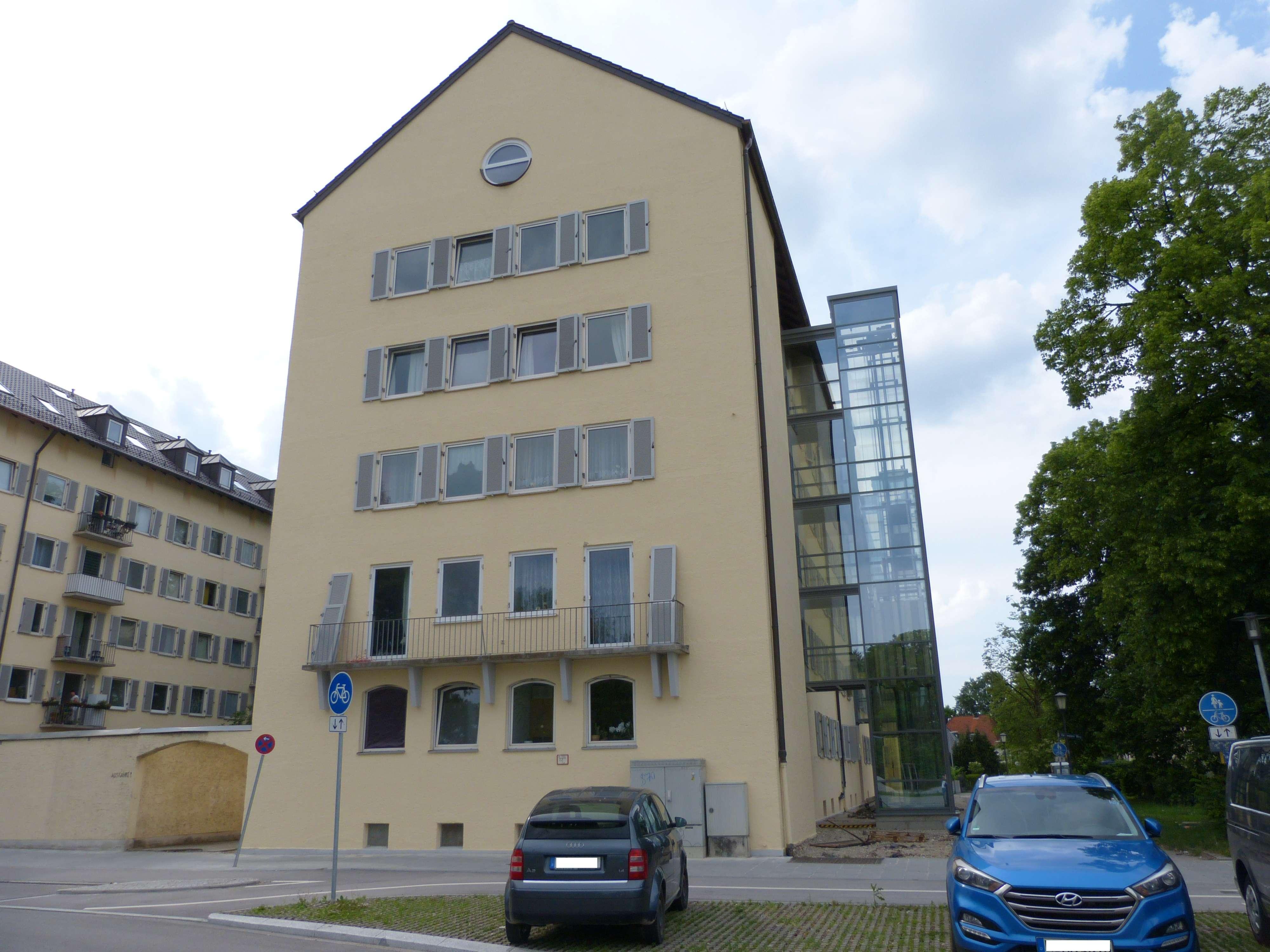 3-Zimmer-Dachgeschoß-Wohnung mit offener Wohnküche und Galerie in Sendling/Westpark