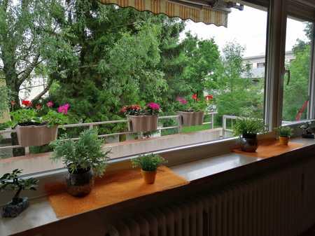 Stilvolle, vollständig renovierte 3-Zimmer-Wohnung mit Balkon und Einbauküche in Germering in Germering (Fürstenfeldbruck)