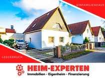 Modernisiertes Einfamilienhaus mit dahinter liegendem