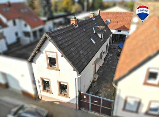 RE/MAX ***Kernsaniertes Einfamilienhaus mit Scheune und Garten***