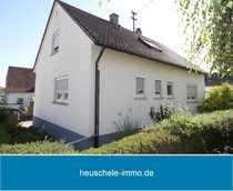 Einfamilienhaus mit Lagergebäude Garagen und
