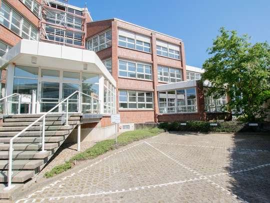 von Moderne Büroflächen mit außergewöhnliche Architektur!  Tiefgarage | Kantine | Glasfaseranschluss