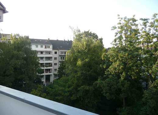 Exklusive, vollständig renovierte 4-Zimmer-Wohnung mit Balkon in Düsseldorf