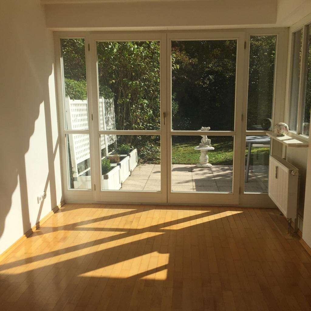 Exklusive, modernisierte teilmöblierte 3-Zimmer-EG-Wohnung mit 2 Terassen in Waldtrudering, München in Trudering (München)