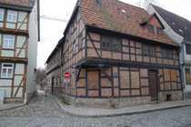 Sanierungsbedürftiges Mehrfamilienhaus in der Quedlinburger
